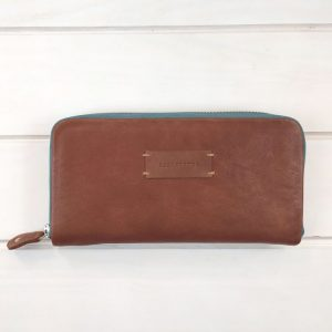 aseismanos leather wallet front view