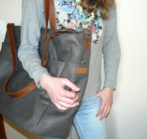 Bag hanging on shoulder aseismanos