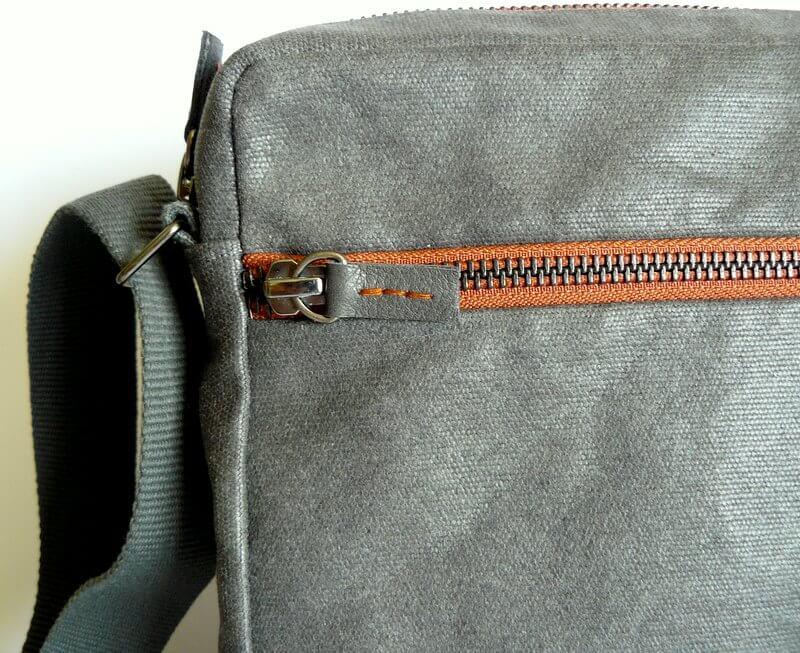 CMens crossbody bag zip pull detail