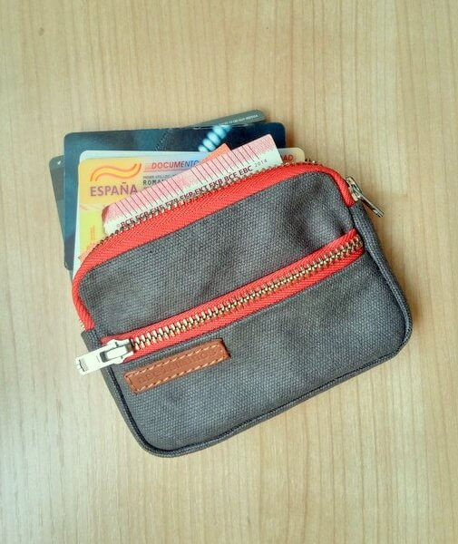 Men's front pocket wallet with cards and bills