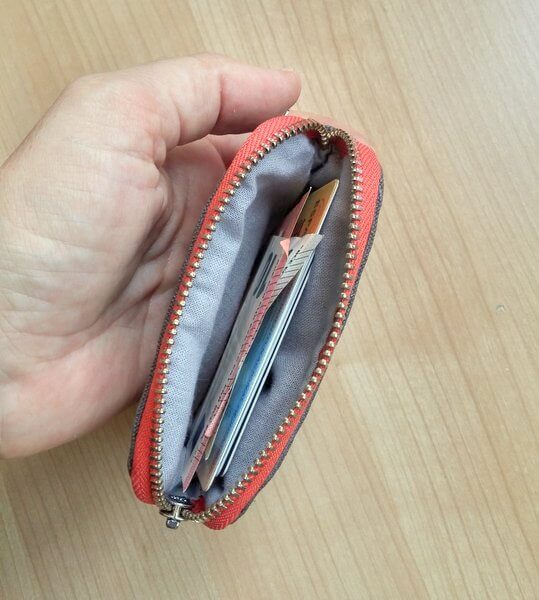 Men's front pocket wallet zipper view