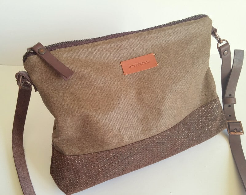 Crossbody day bag khaki 1 close photo