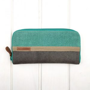 aesismanos turquoise wallet front view