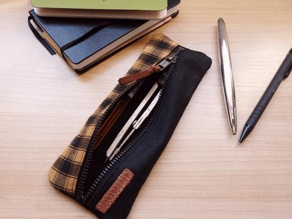 flat aseismanos pencil case
