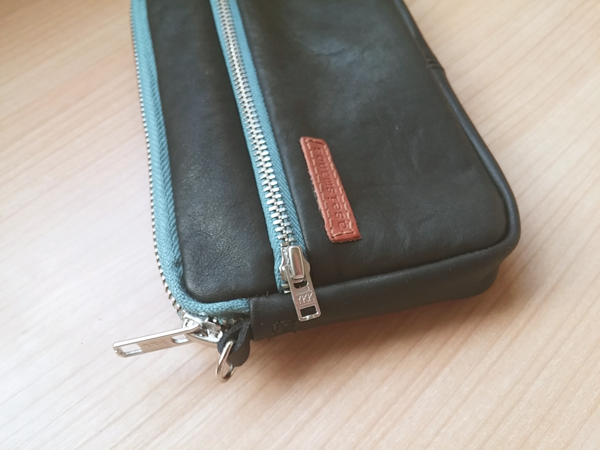 blalck leather wristlet pouch side