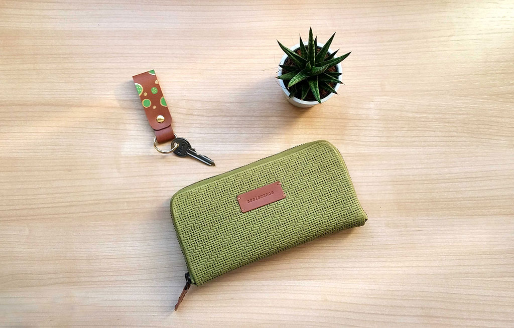aseismanos large moss wallet size