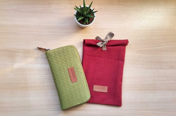 Large moss leather wallet with gift packaging