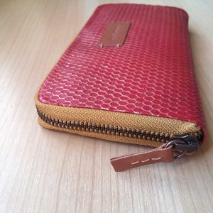 aesismanos red leather womens wallet side view