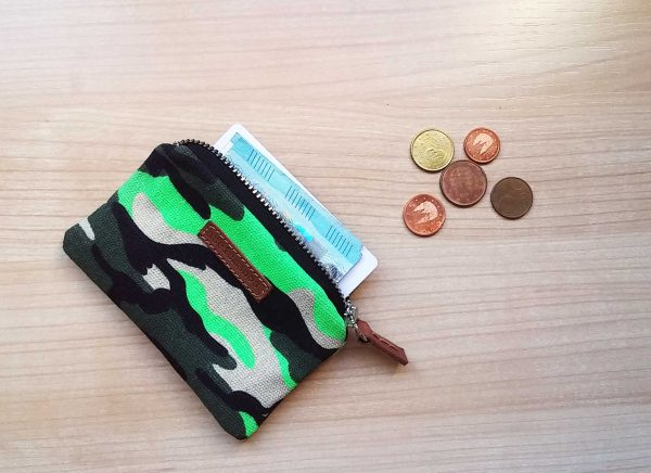 camo fluo coin purse with notes
