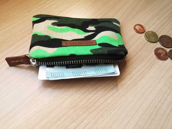 geen camo wallet showing capacity