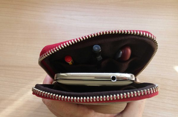 aseismanos iphone pouch showing full capacity