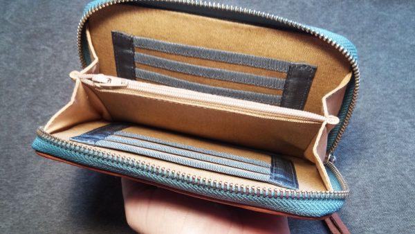 aseismanos wallet inside