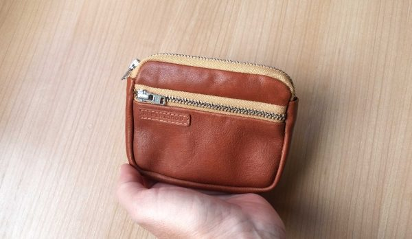 aseismanos leather wallet showing size with hand