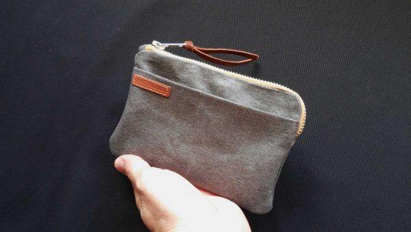 iPhone-X-wallet-held-hand