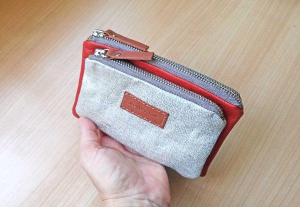 aseismanos wallet held in hand