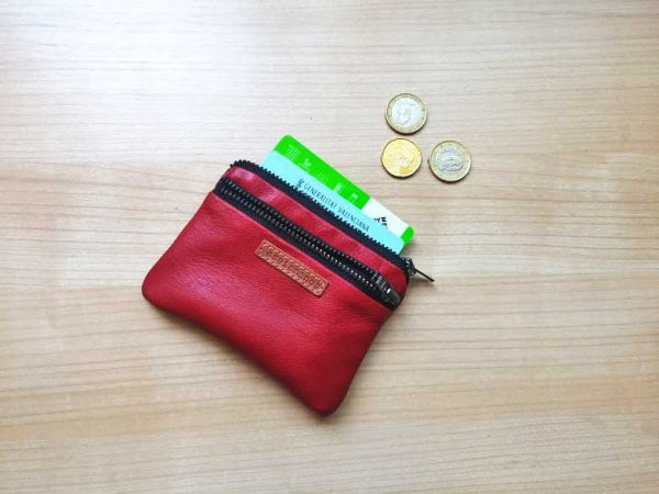 red wallet showing capacity