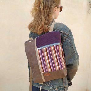 mochila colgada de un hombro
