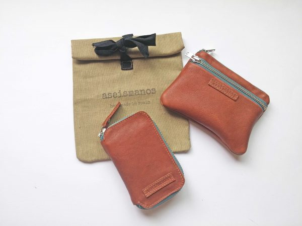 wallet and keyring with gift bag