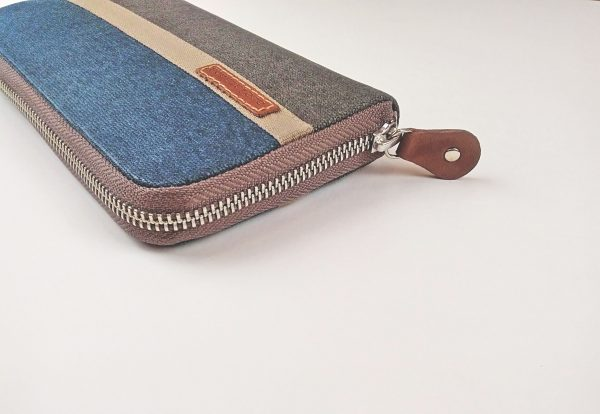 side view showing zipper
