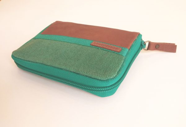 wallet side view