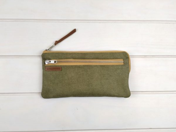 travel wallet front view
