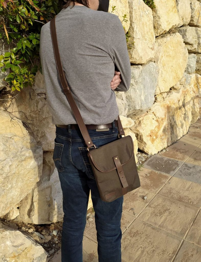 ASEISMANOS SATCHEL BAG BEING WORN